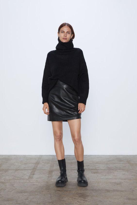 pull oversize et jupe cuir