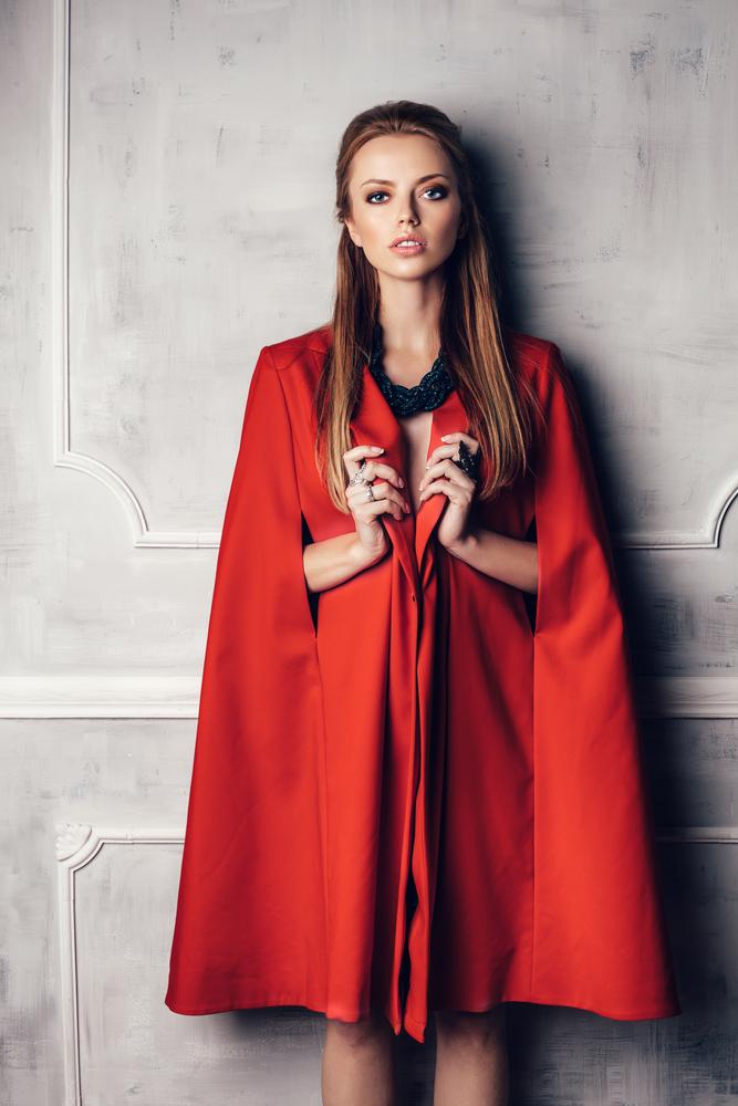 manteau cape rouge
