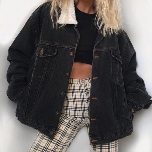 rétro look avec veste en jean noire